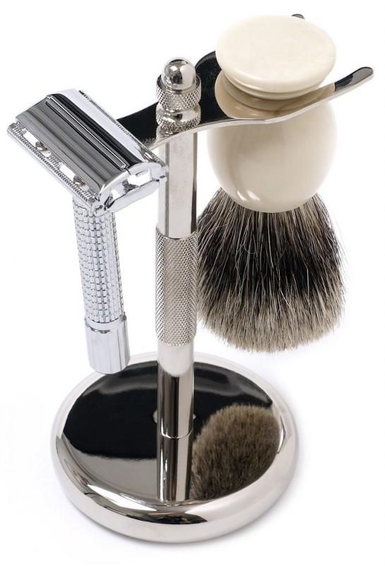 Rasoio di sicurezza e pennello rasatura tradizionale